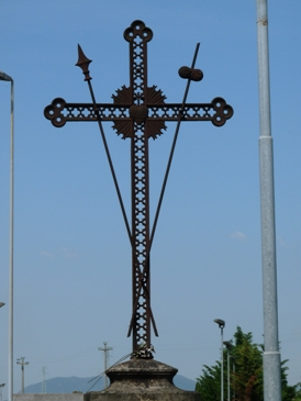 14beb19c18 Di dimensioni sempre notevoli (si aggirano intorno ai 2,5 - 3,0 metri)  venivano realizzate con un quadrello di ferro a formare il perimetro della  croce.